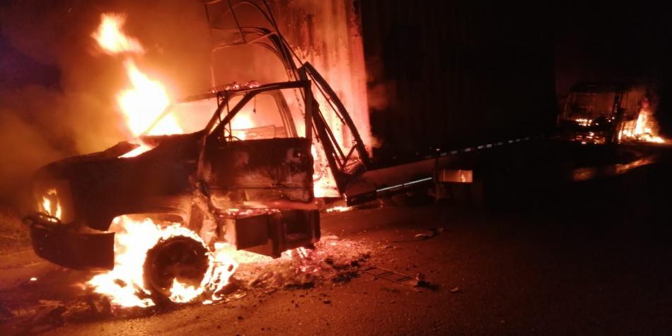 Militarizan vía al mar por quema de buses realizada por el Eln
