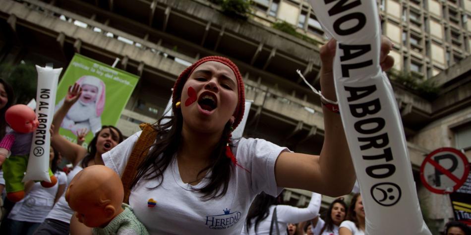 Aborto despenalizado en los primeros tres meses, ponencia en la Corte