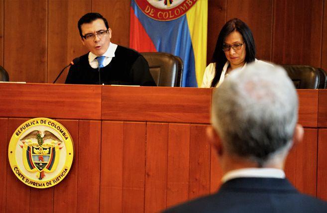 """Uribe fue un """"determinador y beneficiario"""" de testimonios falsos: Corte Suprema"""