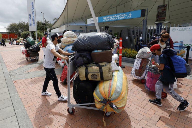 Traficantes cobran 100 mil pesos por ingresar migrantes venezolanos a Colombia por Arauca